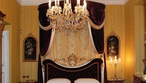 Stylová ložnice s baldachýnem