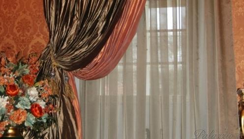 Luxusní závěs dotváří styl historického interiéru