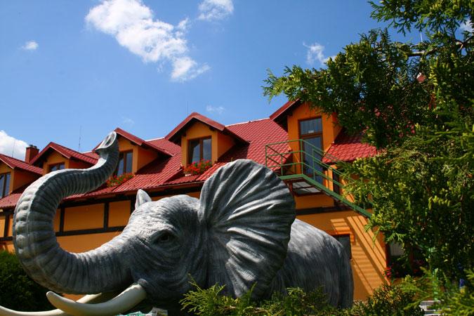 Stavba loveckého penzionu znamenala pro investora možnost stylového domova pro krásné lovecké trofeje