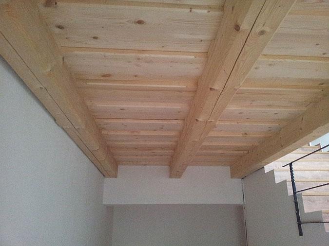 Někde bylo při rekonstukci nutno zhotovit nové stropy.