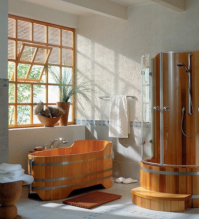 Koupelna ze dřeva doplněná bílou barvou působí stylově a vzdušně