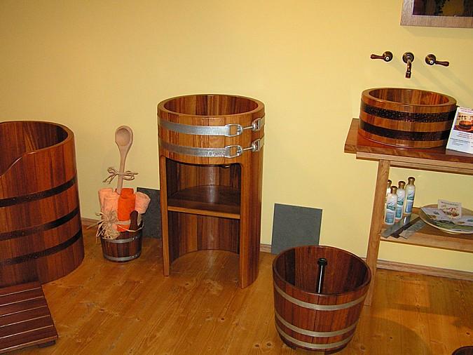 Stylové dřevěné vany a umyvadla