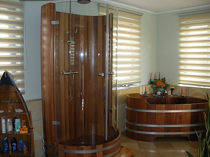 Sprchový kout ze dřeva nabízí opravdový komfort