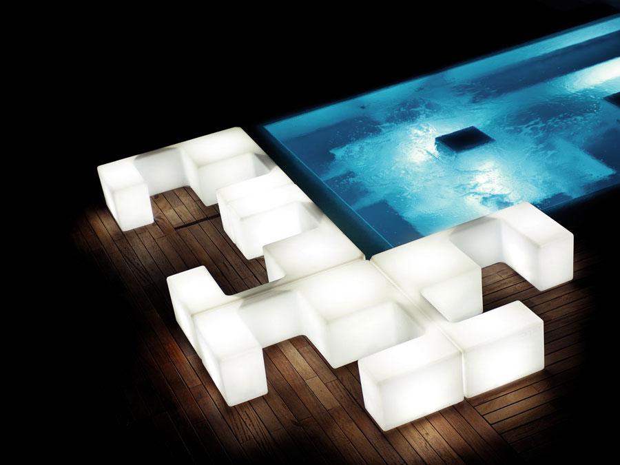 Pro nikdy nekončící párty u bazénu je tu soubor prvků happy hour cross. Stůl, lavice, osvětlení,...