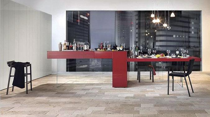 Kuchyně ve tvaru stolu