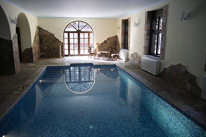 Bazén s mozaikovým obkladem