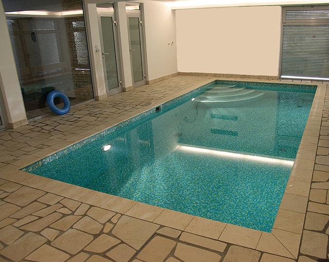 Bazén s obkladem mozaikou