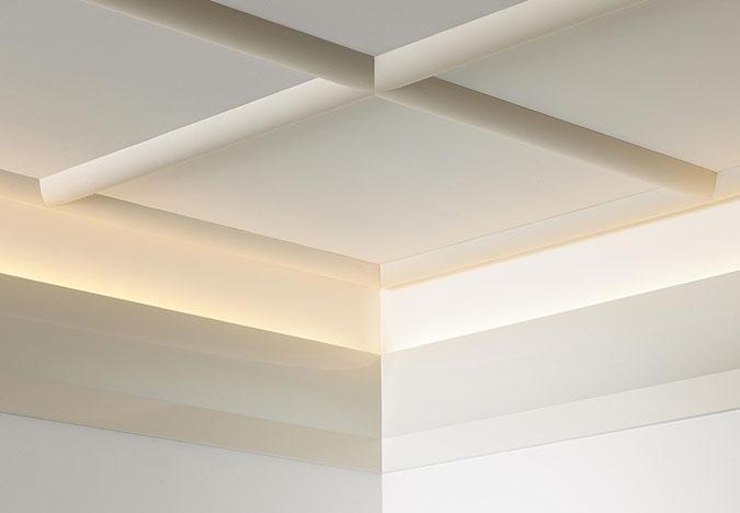 Bílé dekorace vyzařují noblesu a pozvedají interiér.