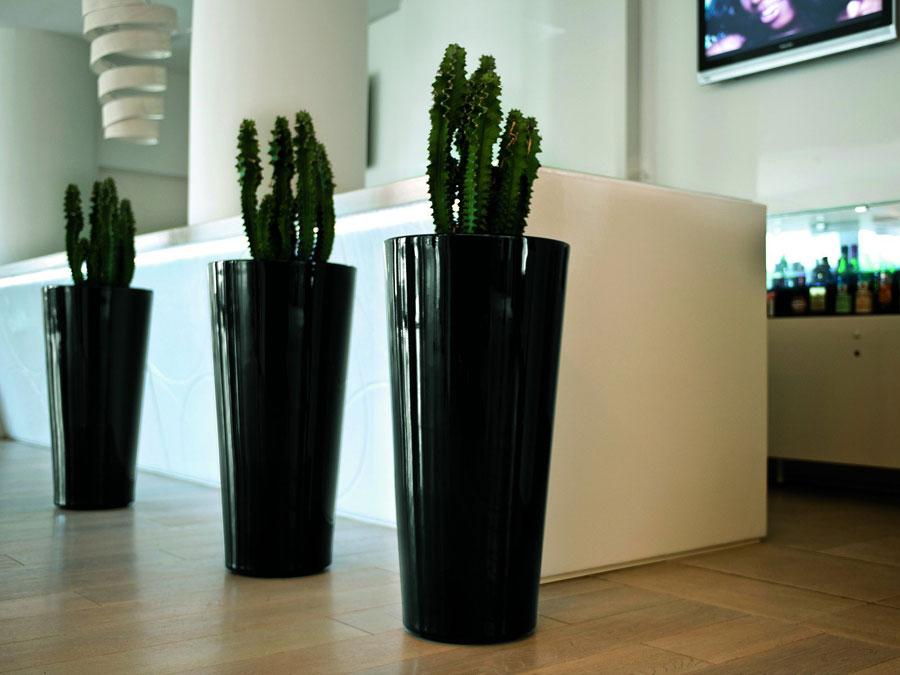 V lakovaném provedení dostávají vázy Hilo luxusní výraz a stávají se výraznou designovou dominantou interiéru.