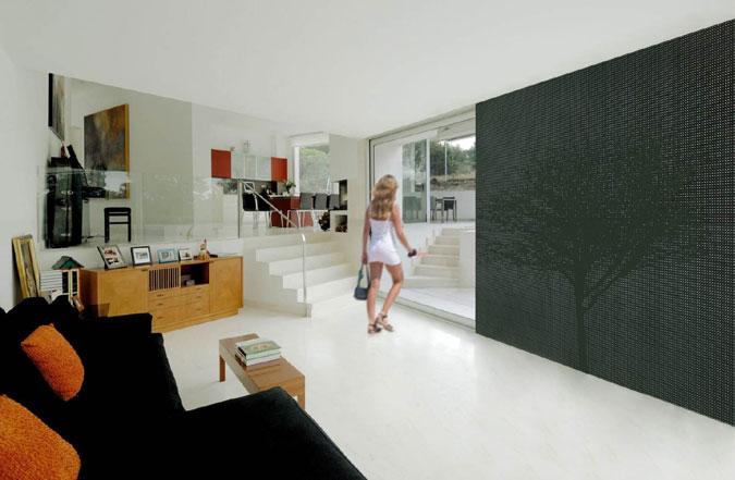 Beton ve formě průhledné stěny.