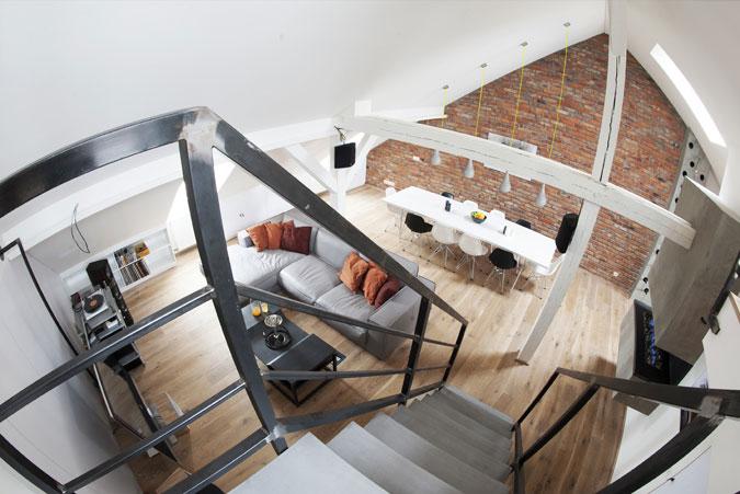 Industriální design interiéru sluší.