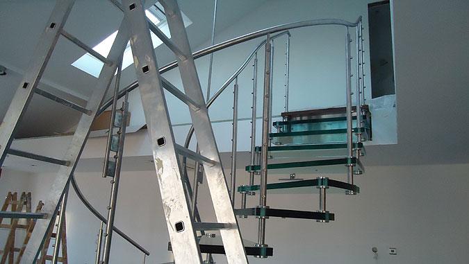 Montáž schodiště Sevilla Vetro od výrobce Siller schody.