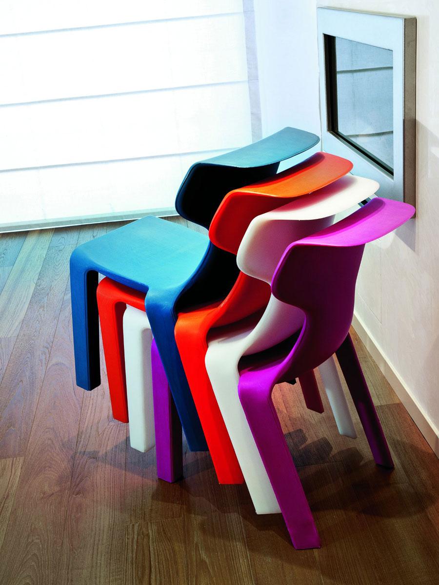 Twentyfirst se zabývá i výrobou designového nábytku. Židle JOHN jako hravý akcent.
