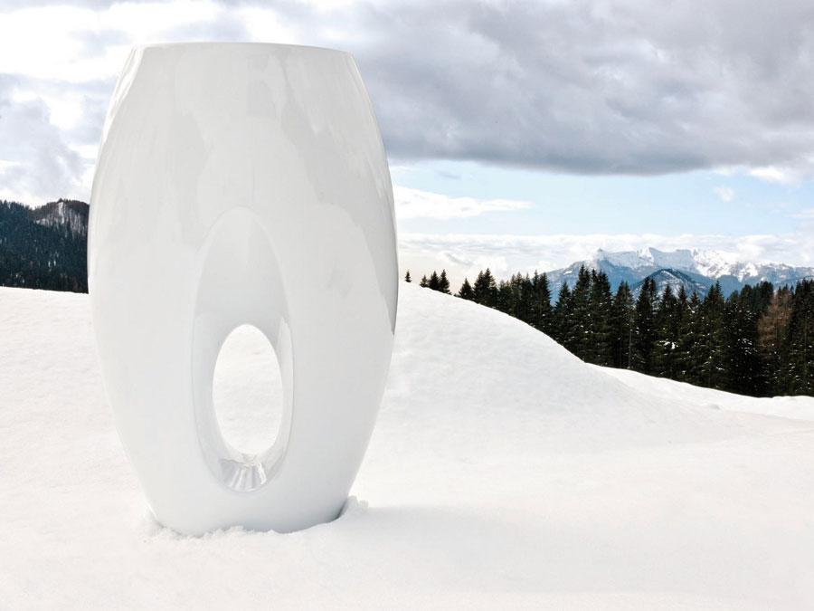 Váza Kadabra Dressed v sněhobílém laku