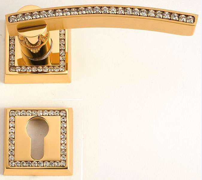 Swarovski se objevuje i na některých dveřních klikách z našeho sortimentu.