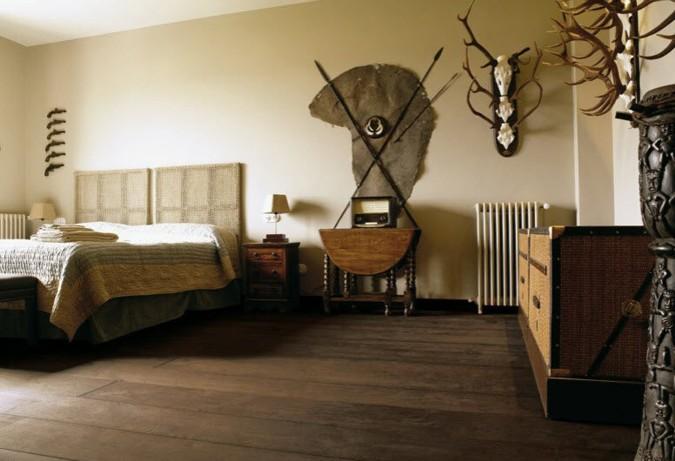 Masivní dřevěná podlaha v interiéru působí příjemně teple a zároveň navozuje útulnou atmosféru