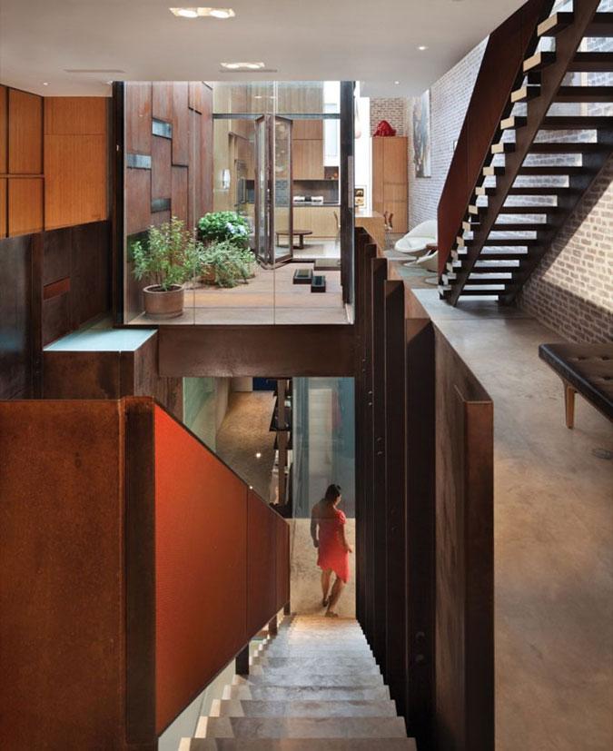 Obyvatelé mezonetového bytu mohou bydlet v centru města a využívat jeho komfort.