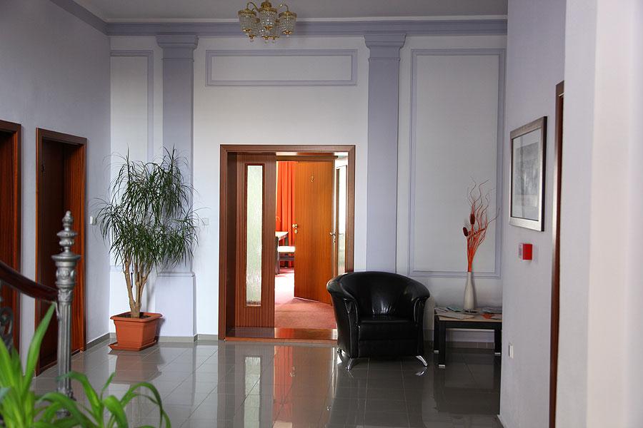 Použité materiály navracejí noblesu do celé vily.
