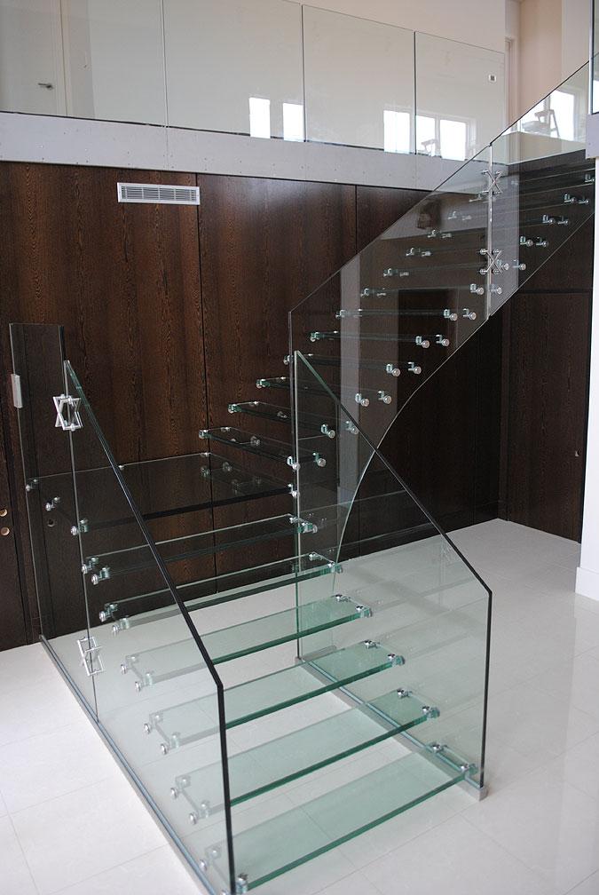 A realizace celoskleněného schodiště Mistral.