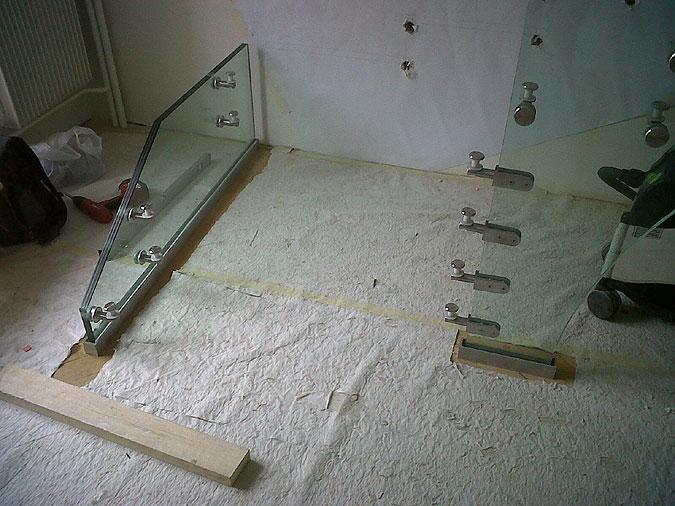 A toto jsou konečně fotografie z realizace celoskleněného schodiště Mistral.