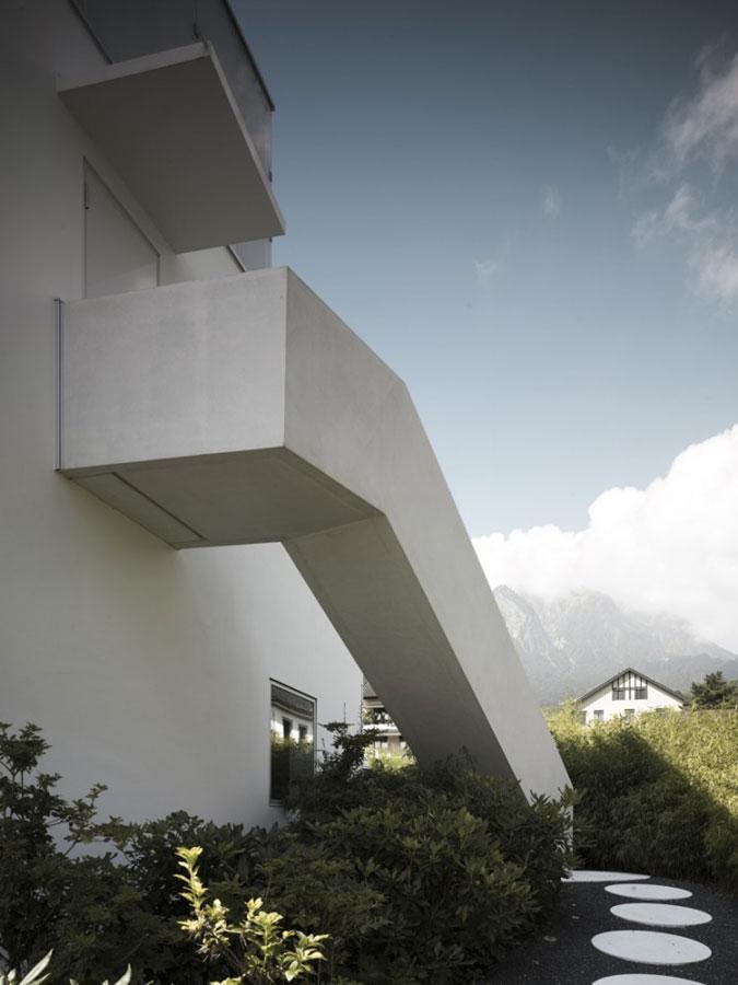 Celému domu dominují jedoduché tvary a čisté linie.
