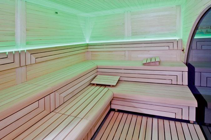 Jako moderní sauny označujeme sauny s využitím moderních technologií a materiálů jako je sklo, LED osvětlení apod.