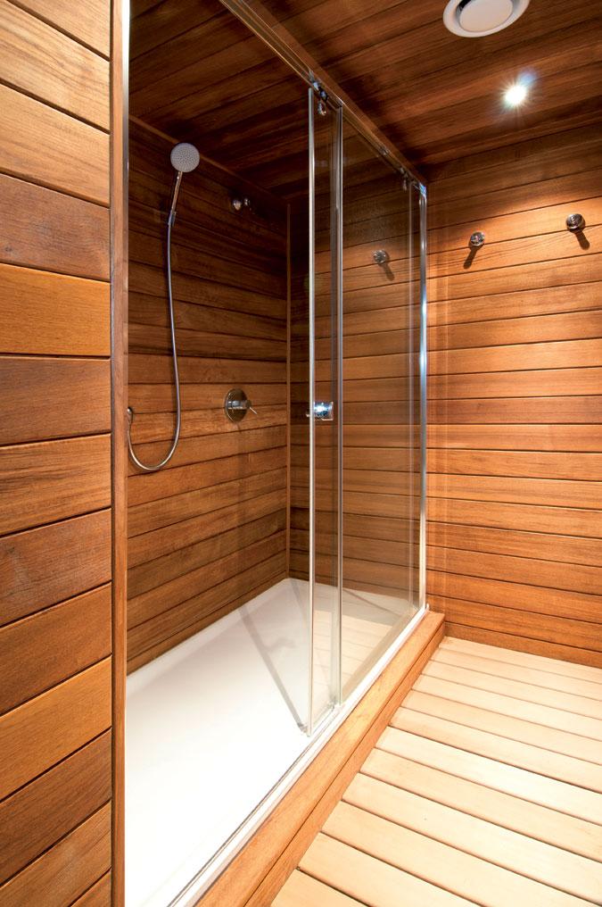 Sprcha  slouží k očistě před sanováním i během sanování