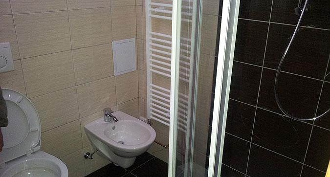 Jedna z mnoha koupelen, které jsme realizovali v rámci tohoto projektu.
