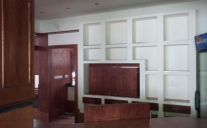 Ukázka práce se sádrokartonem i zakázkové výroby nábytku.