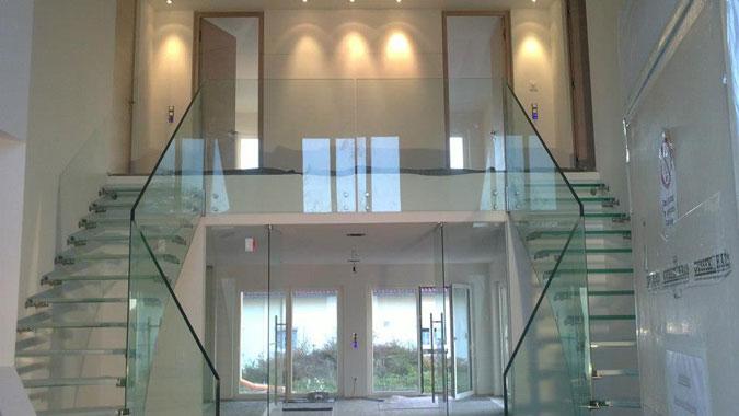 Celoskleněné schodiště - fotogalerie realizace skleněného scodiště Siller MISTRAL.