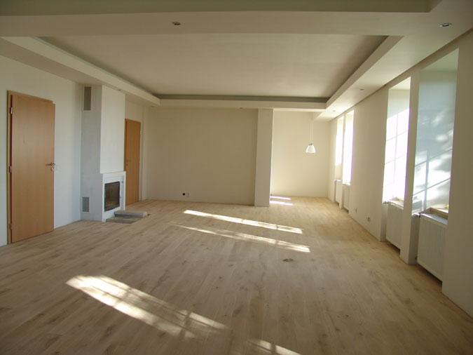Interiér rekonstruovaného domu téměř před nastěhováním.
