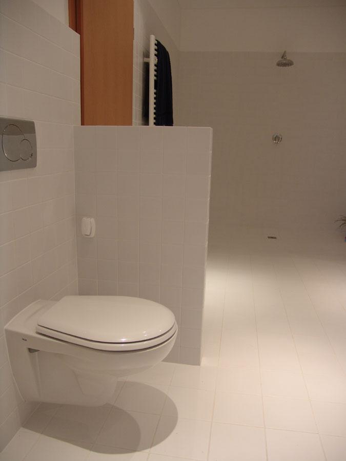 i sprchovým koutem pro rychlou očistu.