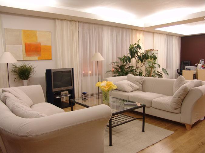 Rekonstrukcí starého domu vznikl moderní variabilní prostor poskytující příjemné bydlení v současném standartu.