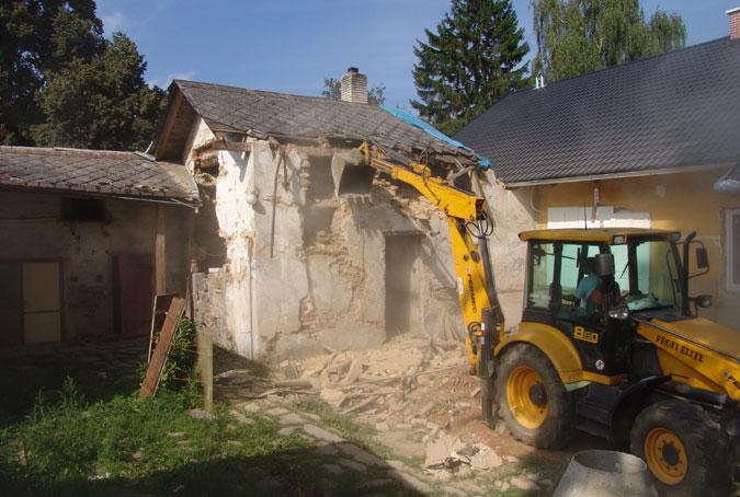 Části domu v havarijním stavu bylo nutné zdemolovat.