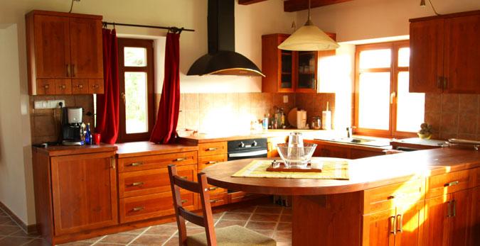 Rekonstrukcí domu vzniklo velmi příjemné bydlení v přírodním stylu.