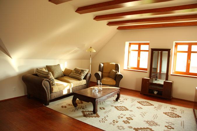 Rekonstrukce respektovala původní charakter domu. Jen z detailů lze rozeznat části, které jsou nové.