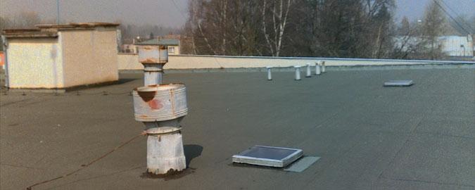 Původní stav střechy byl žalostný.