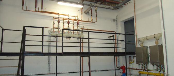 Obří kotel byl nahrazen dvěma plynovými kotly, které nyní stačí vytápět celý zateplený objekt.