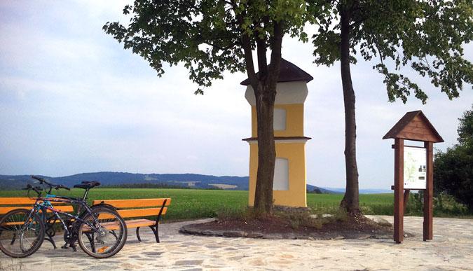 Rekonstruovaná kaplička je oblíbenou zastávkou cyklistů.