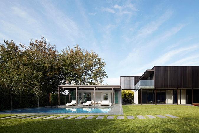 Prostorná terasa vybízí k lenošení.