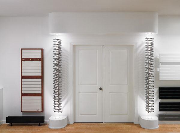Radiátor Runtal Spirale v tomto interiéru působí dojmem uvítací sochy.