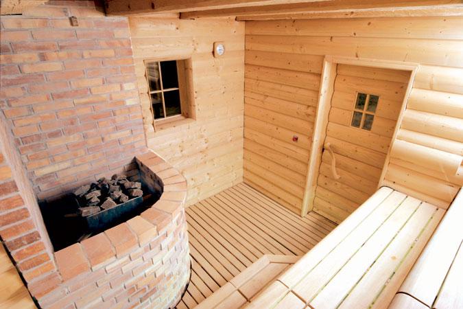 Rustikální sauna je sauna ve venkovském stylu s využitím materiálů masivního vzhledu a tím navozující patřičnou atmosféru.