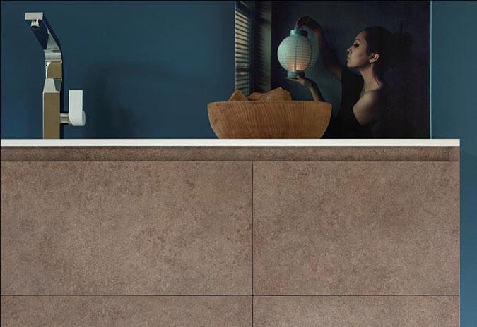 Detail nábytku do moderní koupelny.