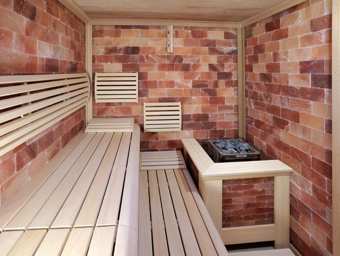 Solná sauna má bezpočet možných variant provedení. Od malých solných panelů, přes obklad kamen, nebo obklad celé sauny.