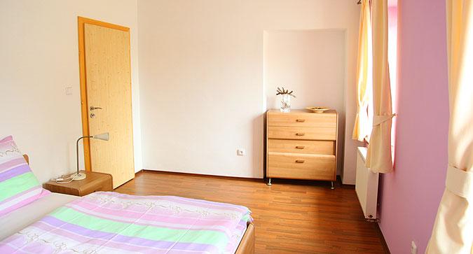 Rekonstrukcí starého domu se dá vytvořit komfortní bydlení dle současných standardů.