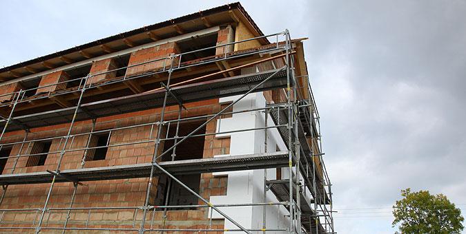 Stavební práce při stavbě hotelu na sebe plynule navazovaly.