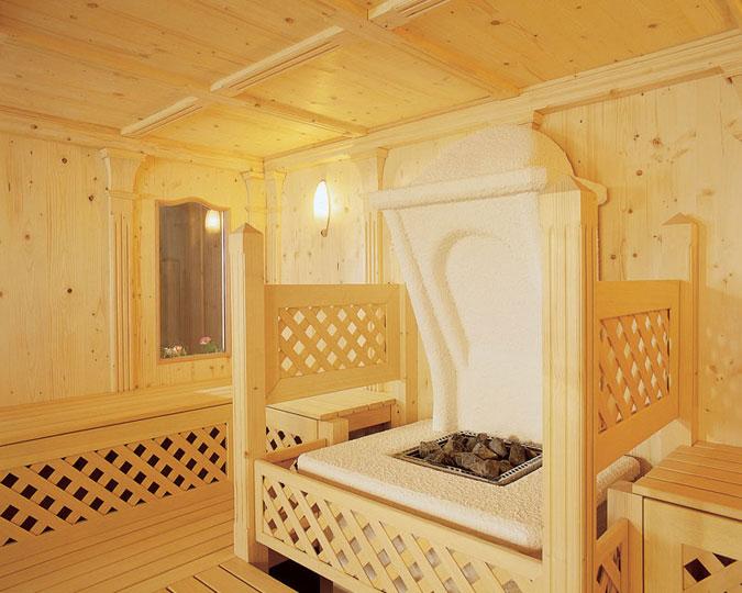 Tyrolská sauna v typickém selském stylu Vás přenese do kouzelného kraje Alp.