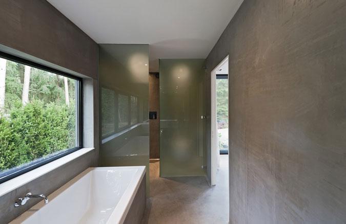 Při realizaci koupelny byla použitá industriální stěrka ve stejném odstínu jako je podlahová stěrka.